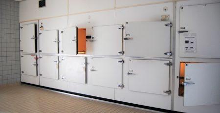 Refrigeración de cadaveres en una morgue